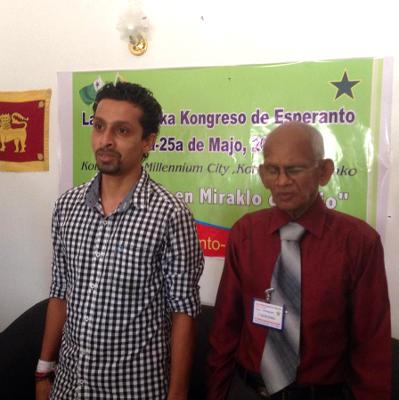 1-a Srilanka Kongreso de Esperanto, 23-25 majo 2014. Malferma parolado de S-ro Anju Perera,  Urbestro de Ja-Ela, kun S-ro Zeiter Perera, Prezidanto de Srilanka Esperanto-Asocio (SLEA)